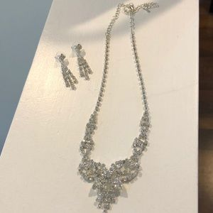 Rinestone necklace and earrings